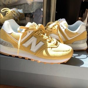 Women's new balance shoes